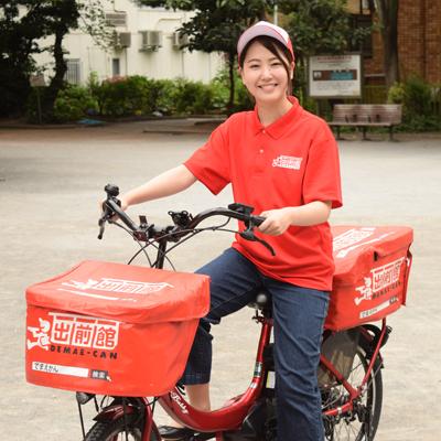 公報自転車に乗った女性の写真